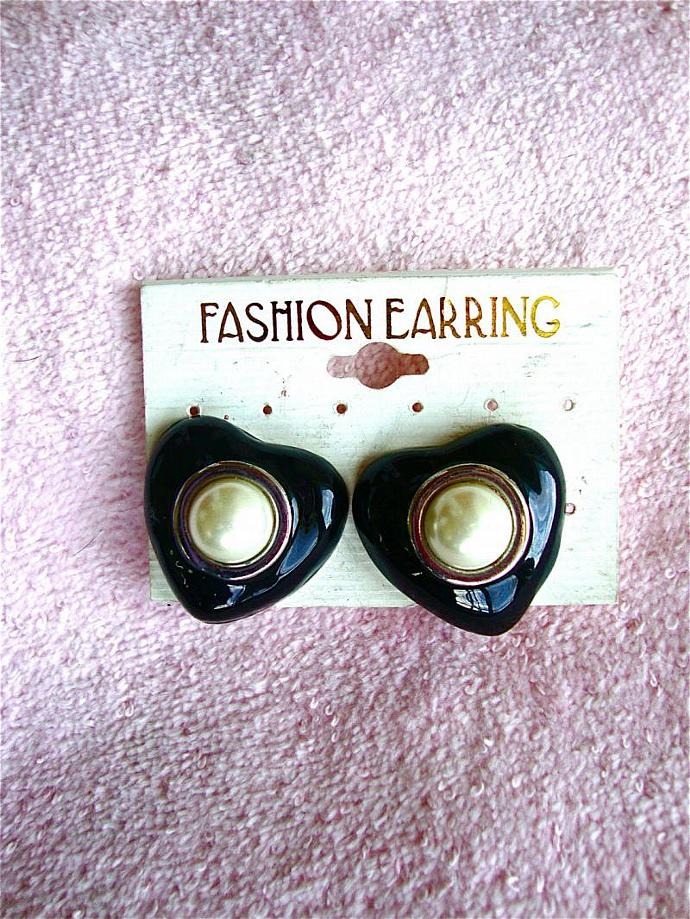 vintage mod clip on earrings from the 80s