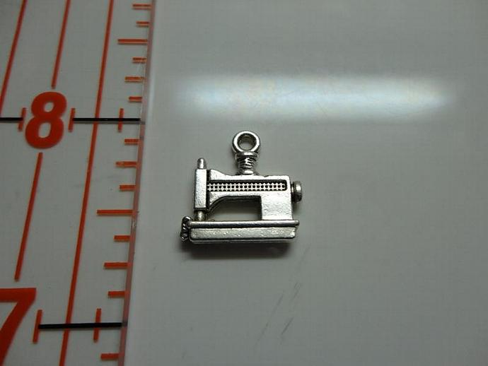 Sewing Machine Charm - Silver