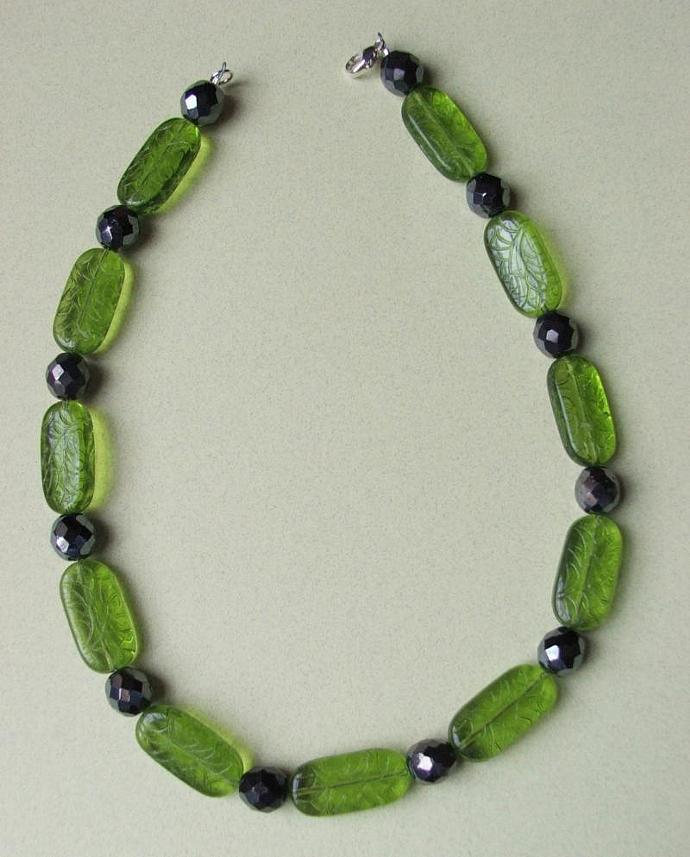 Vintage Green Etched Glass and Black Hematite Glass Beads Necklace