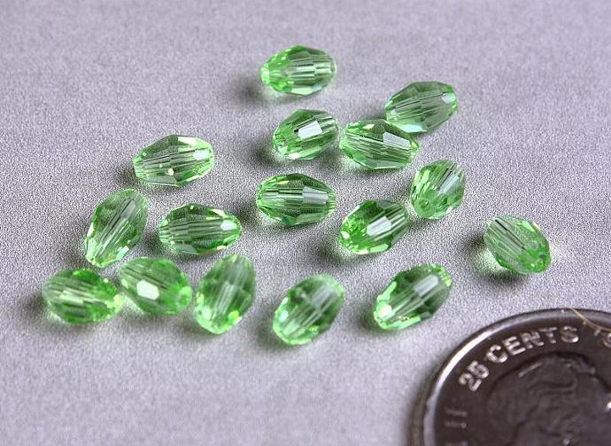 16 Green rice oval faceted glass bead 6mm x 4mm 16pcs (1101)