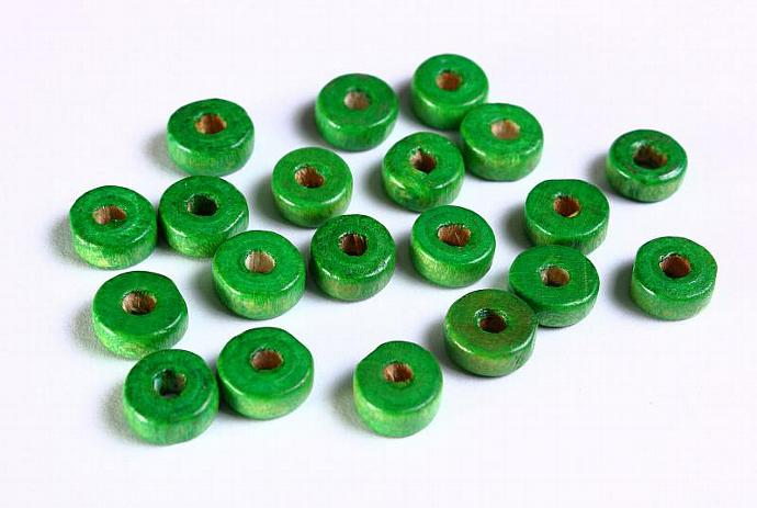 30 Handmade green wood flat round lens disk bead 8mm 30pcs (1093)
