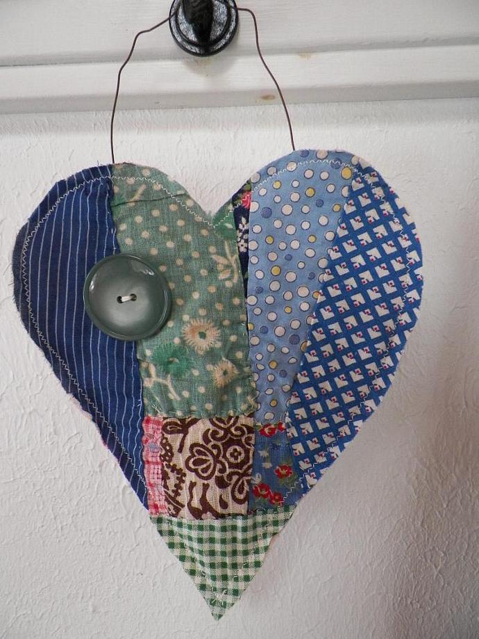 Prim Quilt Hanging Heart