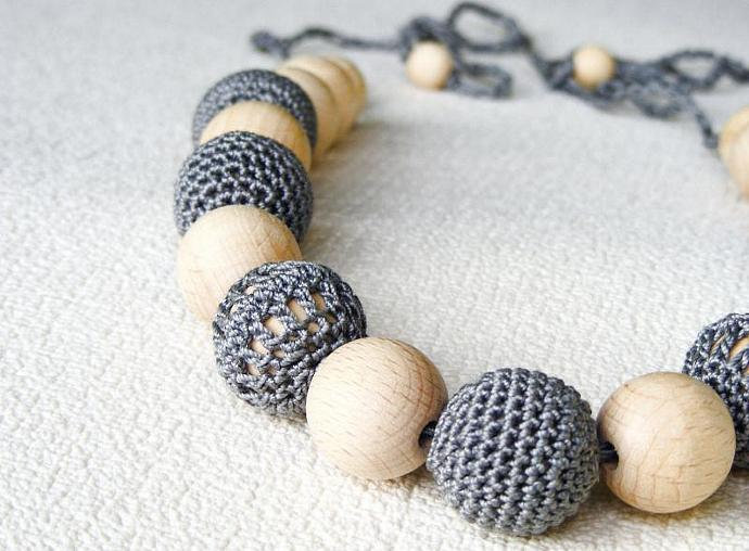 Grey nursing necklace, crochet teething necklace, breastfeeding necklace, wooden