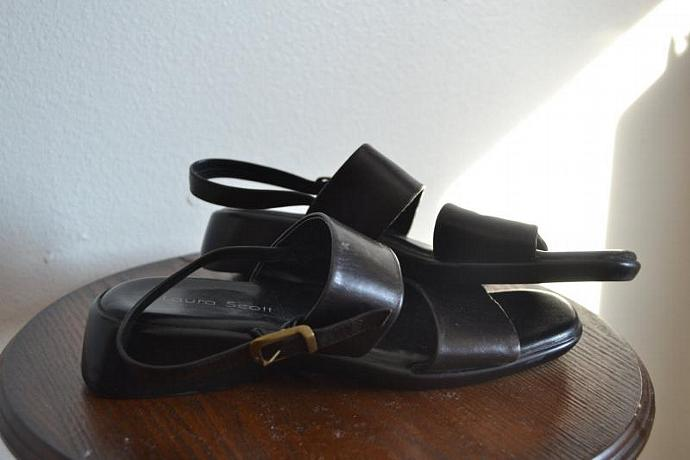 Vintage Grunge Black Leather Double Strapped Sandals - Size 7