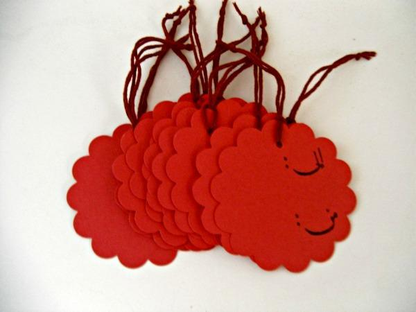 Arabic Love scalloped circle hang tag (red), set of 6