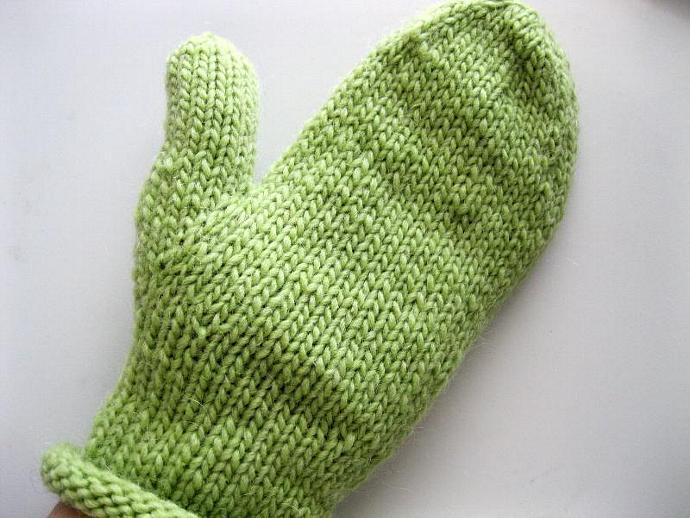 Light green mittens, ladies, wool, medium