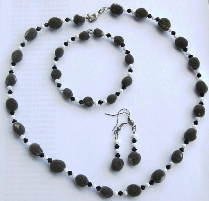 Jewelry set, Hawaiian mgambo seeds and jet black and chalk white Swarovski