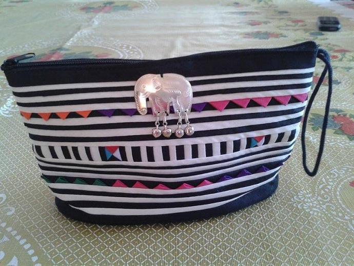 Lisu Pattern/ Classic Bag/ Versatile/ Cotton/ Applique (Handbag medium-sized)
