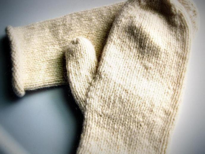 Womens white wool mittens, warm undyed mittens