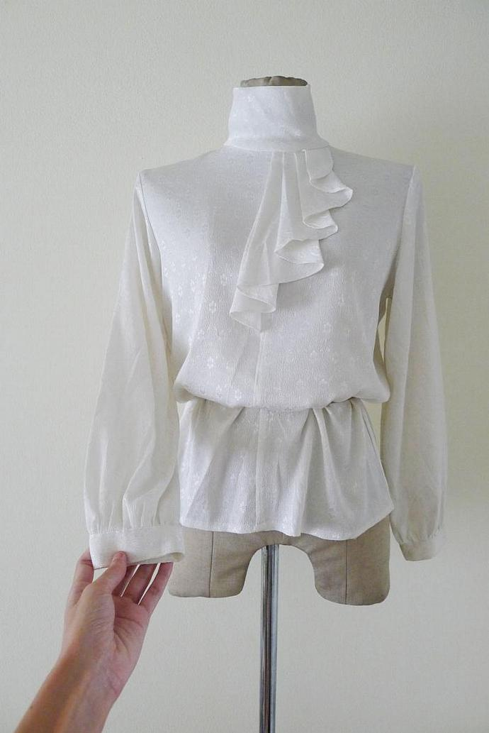 Beautiful vintage white pleated turtleneck and ruffled ascot long sleeves
