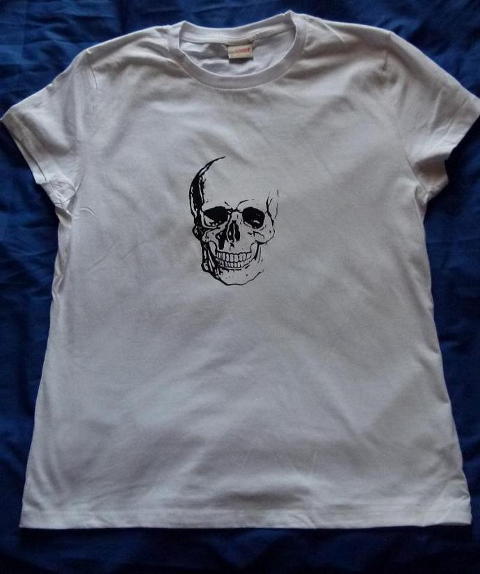 Skull skull inspired t-shirt women short sleeved screen printed size 18 white