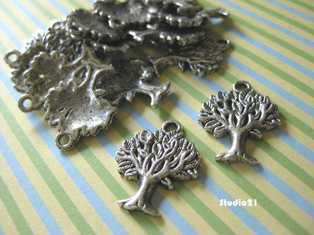 20 pcs of Antique Silver Finish Tree Pendant/Charm (PEN-S15)