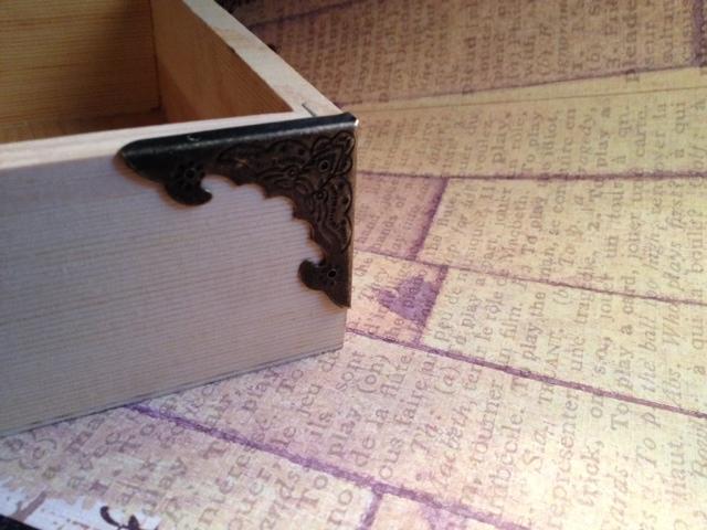 8 pcs. Antique Bronze Box Corner 40mm. (Item# BBC-04)