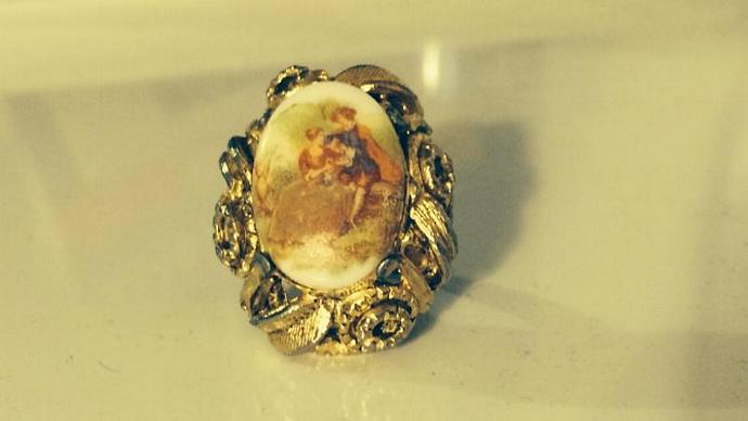 Victorian Style Gold Tone Adjustable Ring