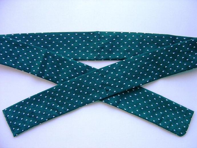 Forest Green with White Hearts Neck Cooler, Cool Tie