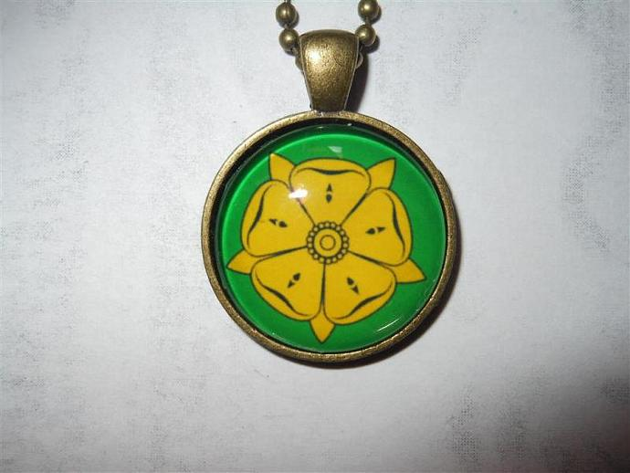 Game of Thrones inspired House Tyrell sigil pendant necklace - rose, Highgarden,