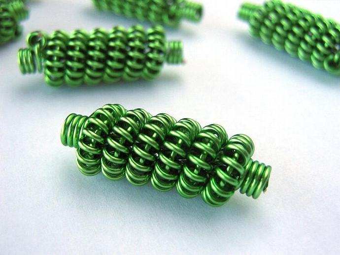 Coiled wire beads green