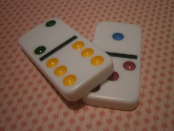 Dominoes (2)
