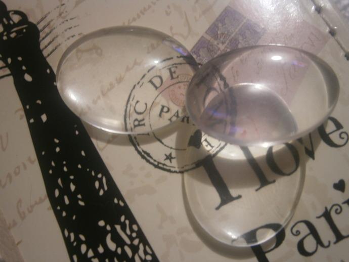 Oval glass cabochons (3)