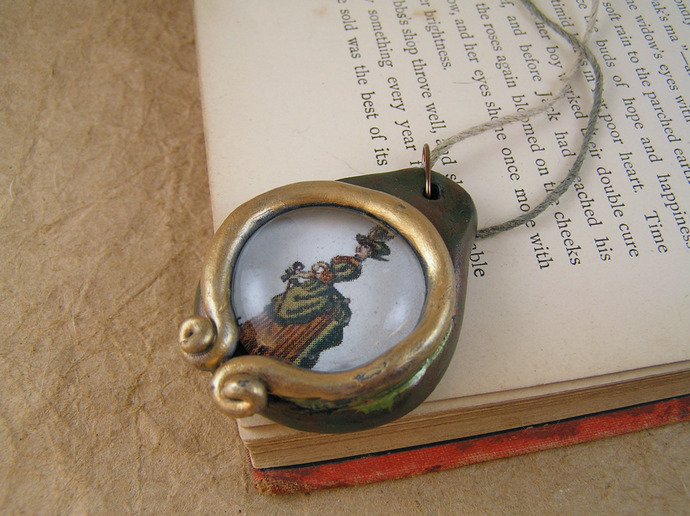 Victorian lady pendant in copper and gold