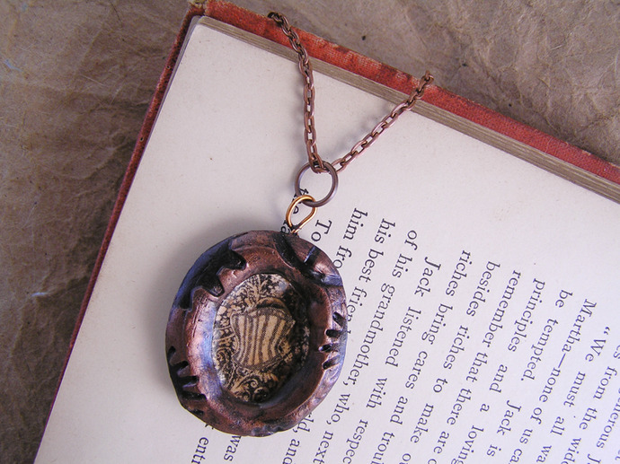 Victorian corset cameo pendant with steampunk frame