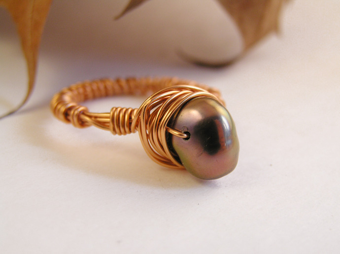 Freshwater jet pearl ring with copper wire