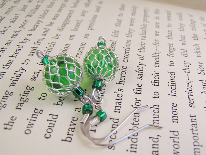Peridot green glass and mesh dangle earrings