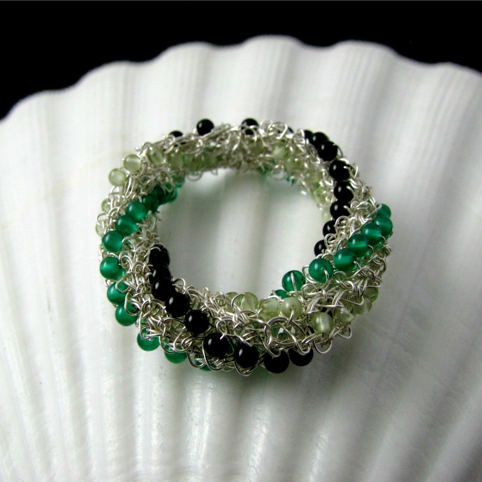 Silver wire crochet ring with onyx and peridot -Twist of luck