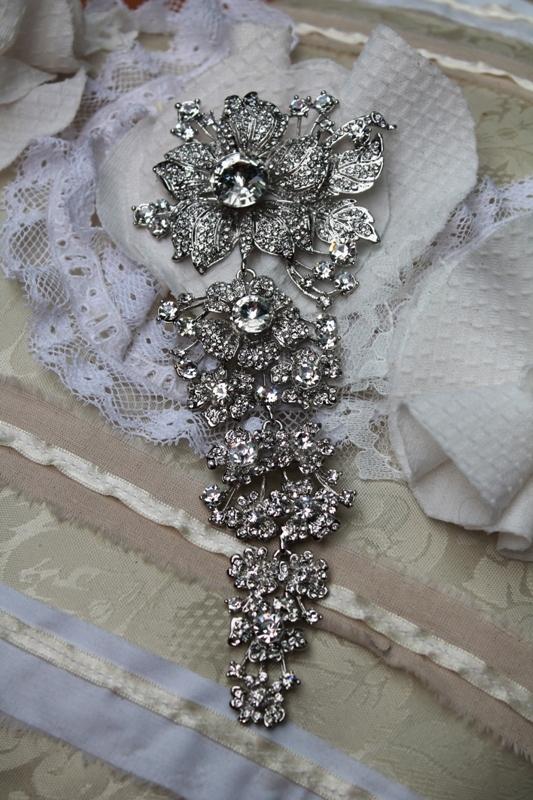 Dangling Bridal Bouquet Brooch (GA219)