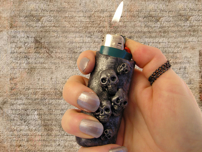 Skulls lighter necklace or keychain
