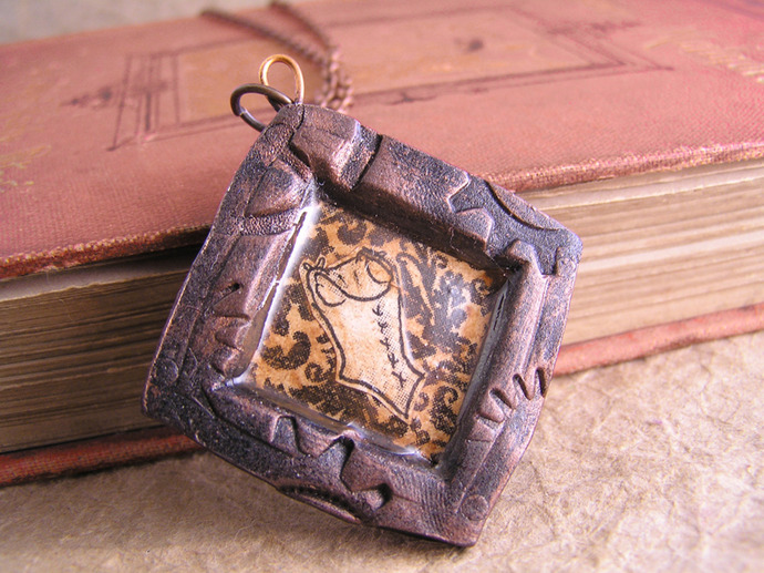 Steampunk corset pendant featuring a victorian illustration on a gears frame