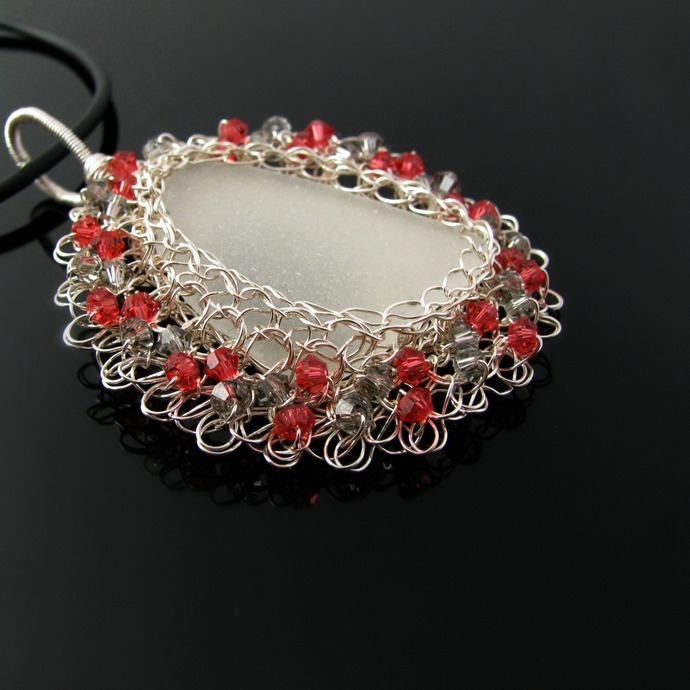 Wire crochet seaglass pendant with Swarovski - Elizabethan lace