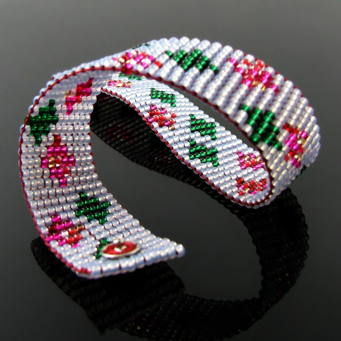 Slim bead loomed snap and wrap grey bracelet with pink and green diamond pattern