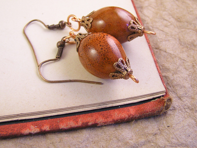 Red ceramic earrings with copper details