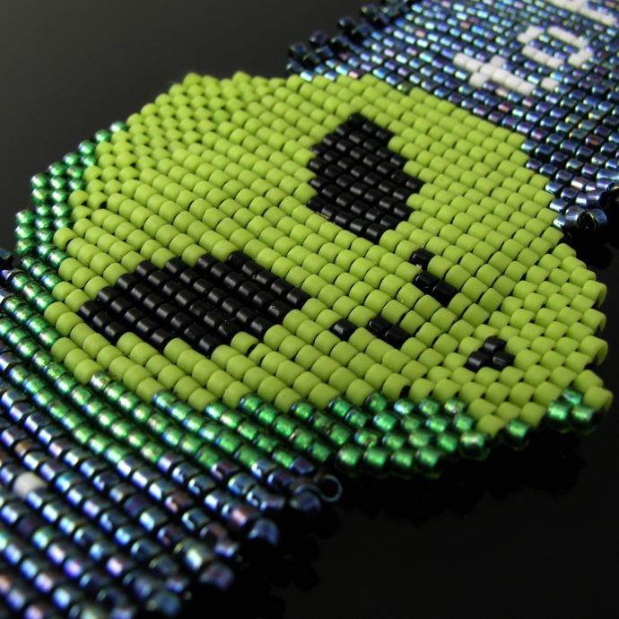 Bead loomed alien choker - I want to believe