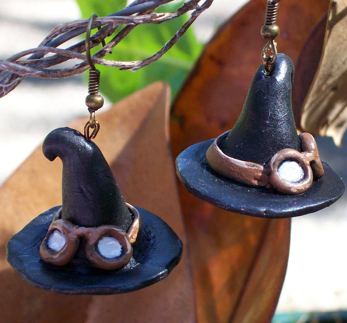 Witch hat earrings with steampunk goggles