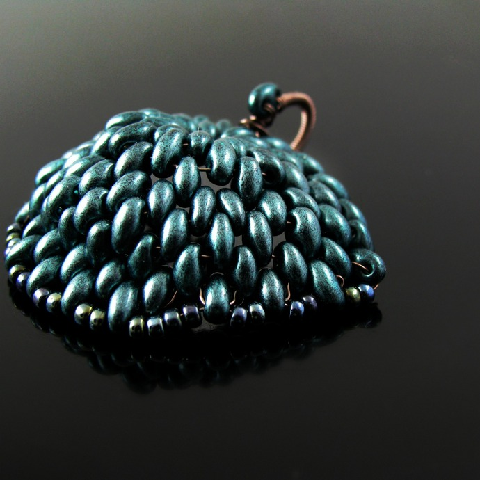 Beaded dragon scale pendant - Green metal scale