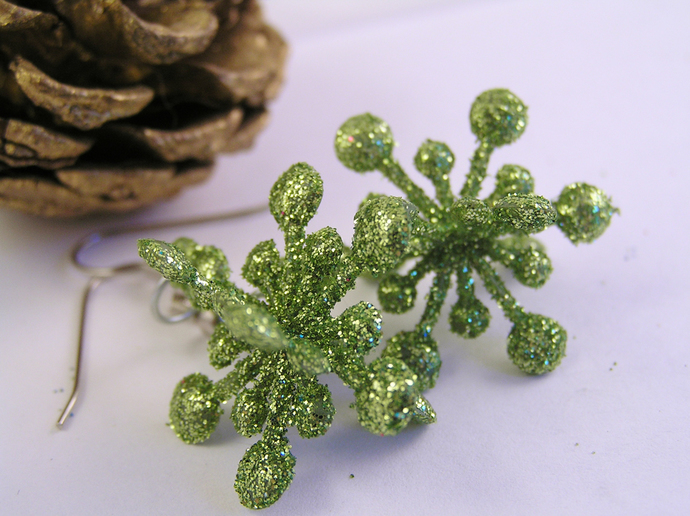 Green Christmas star holiday earrings