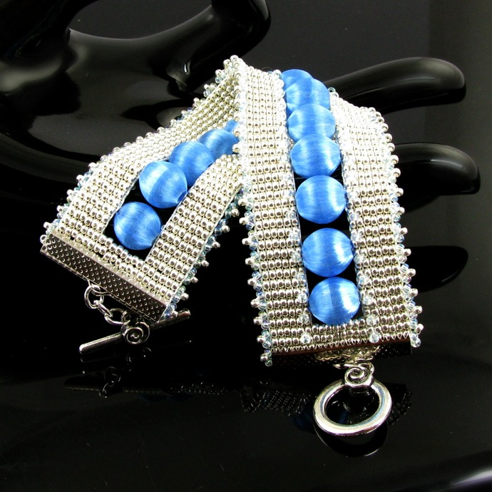 Bead loomed cuff with blue thread beads - Blue spheres