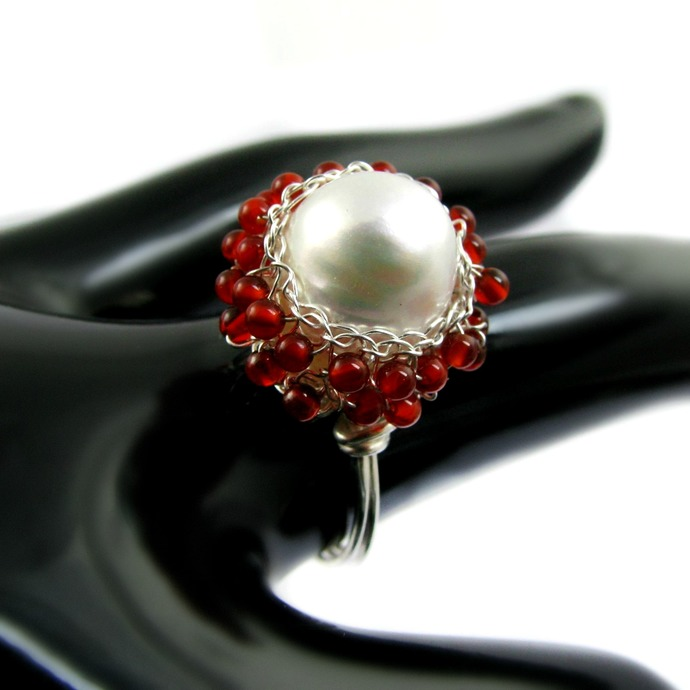 Silver wire crochet ring with pearl and agate