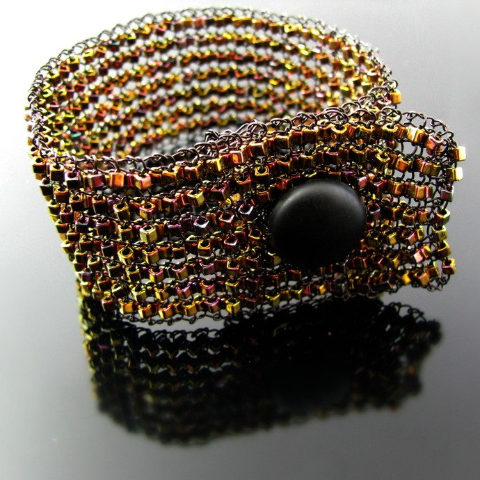 Wire knit bracelet with glass cubes and agate bead button