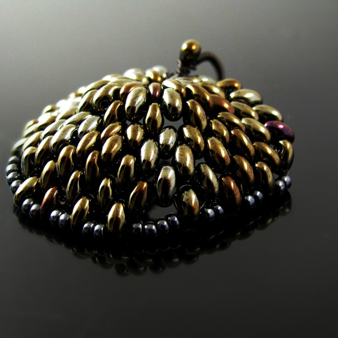 Beaded dragon scale pendant - Golden metal scale