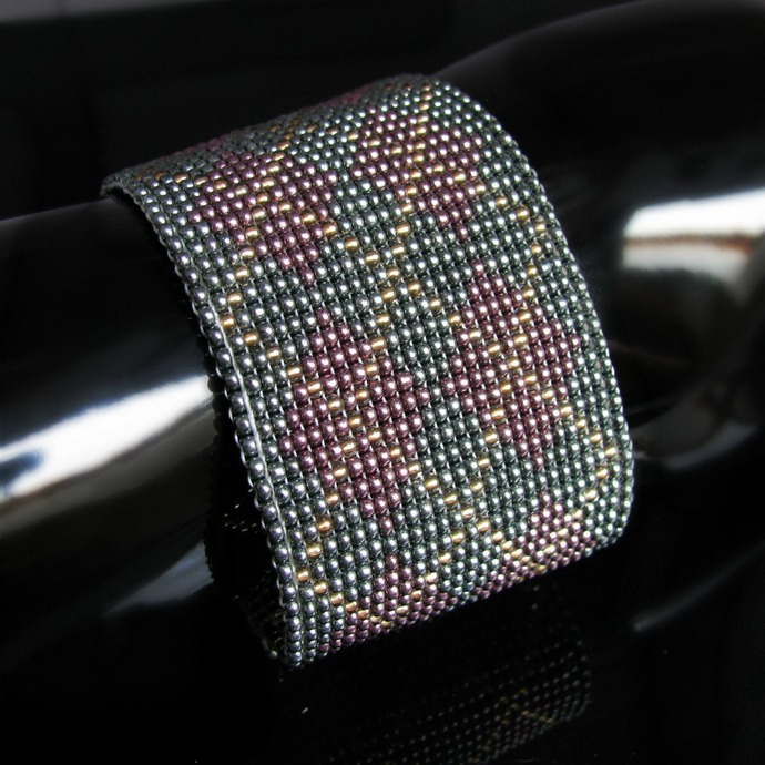 Wide bead loomed fabric pattern bracelet - Argyle