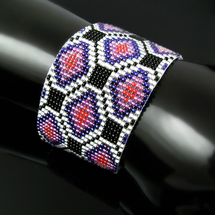 Bead loomed geometric pattern bracelet - Indian Floor