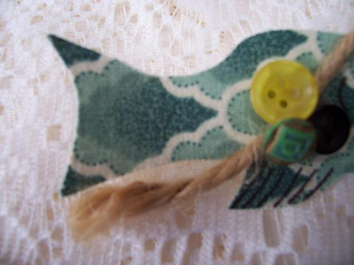 Folk Art Green Fish Pin