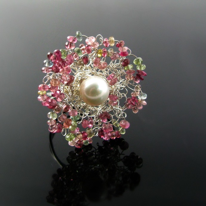 Silver wire knit flower ring with tourmalines and pearl - Spring dreams