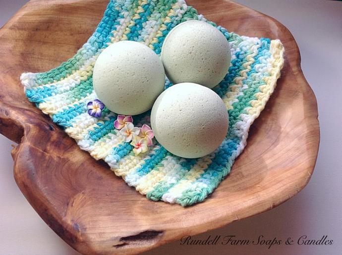 Bath bomb,Hawaiian Ginger bath bomb,bath fizzies,handmade,homemade