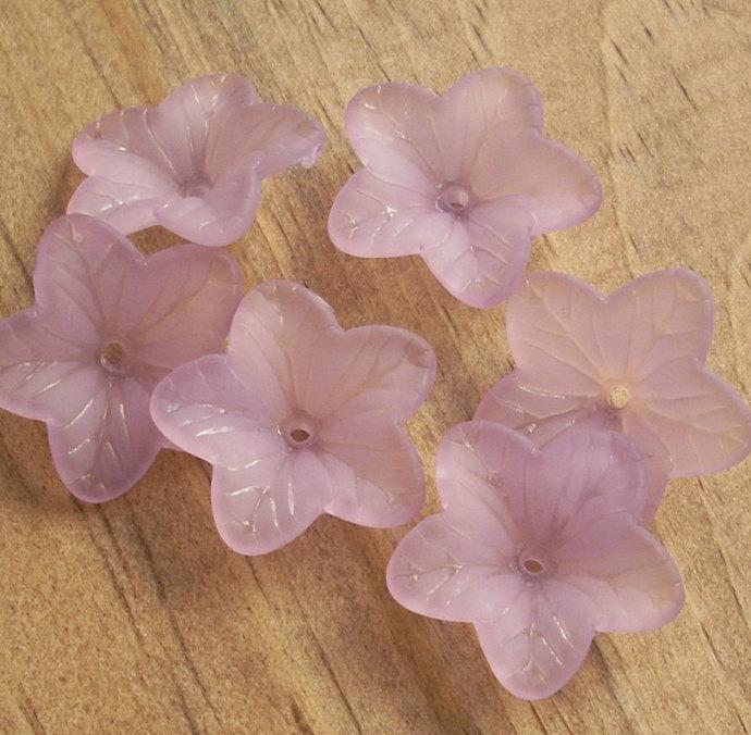 Flower Beads, Lucite Acrylic, Matte Lavender Amaryllis, 8