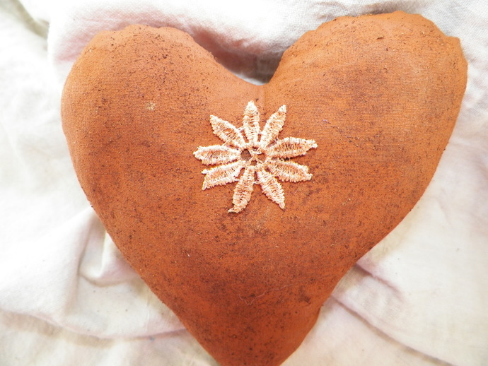 Daisy on a Rusty Grunge Heart
