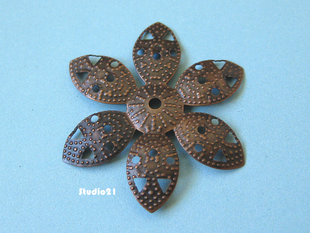40 pcs Antique Red Copper 6-Petal Flower Bead Cap